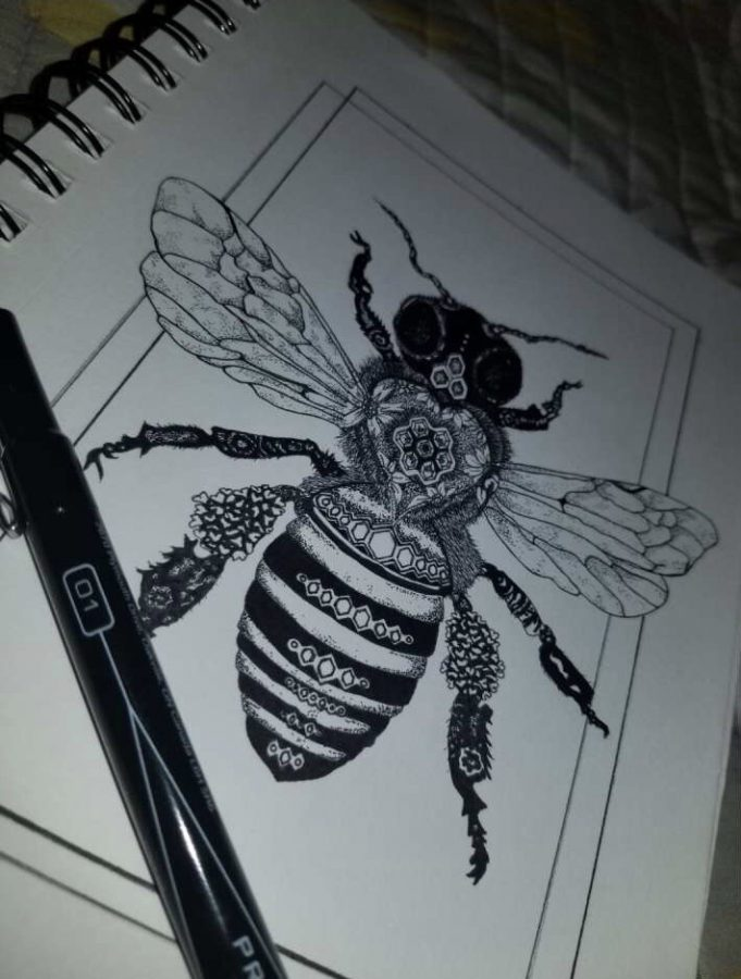 Jaden uses pens to draw a bee